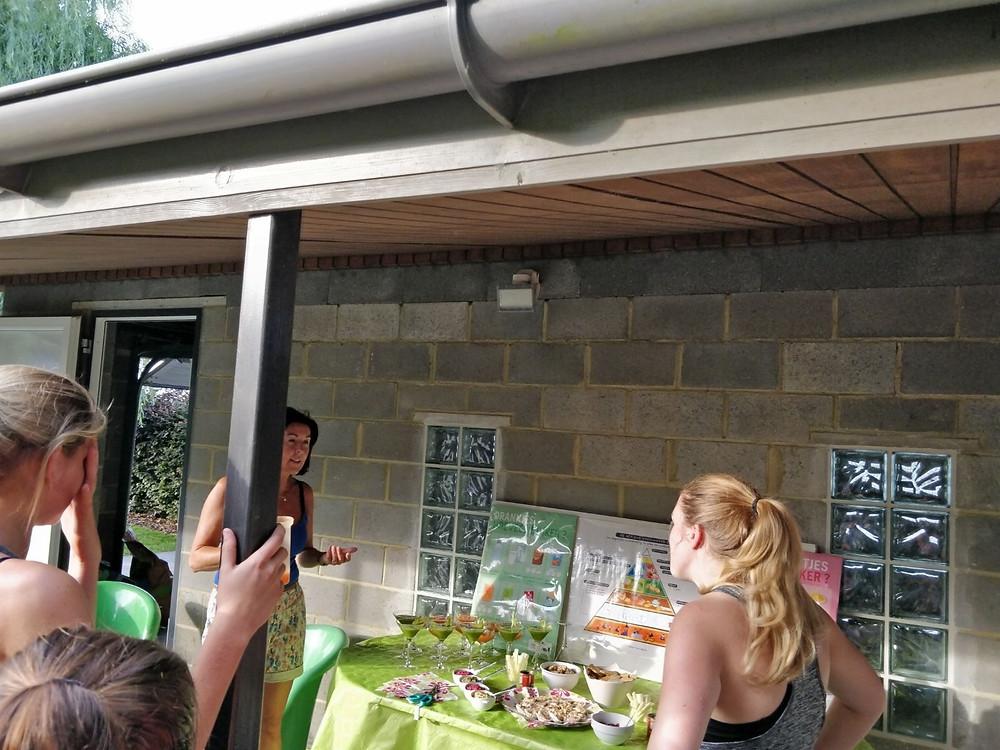 Opening van het trainingsparcours met wat uitleg over gezonde voeding door onze voedingsexpert! Proeven van de gezonde hapjes en drankjes was uiteraard een vereiste!