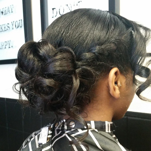 The _messy bun_ prom hair #beautifulThiara