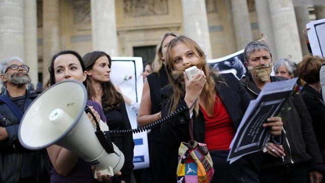 Feministas-francesas-reclaman-presencia-Panteon_EDIIMA20130826_0456_13.jpg
