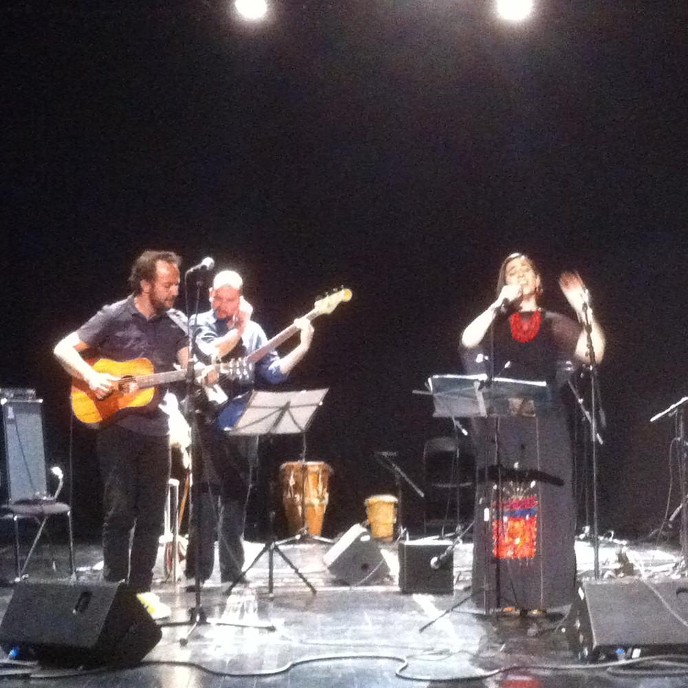 Marta Gómez Y César López en el concierto por la paz en Barcelona