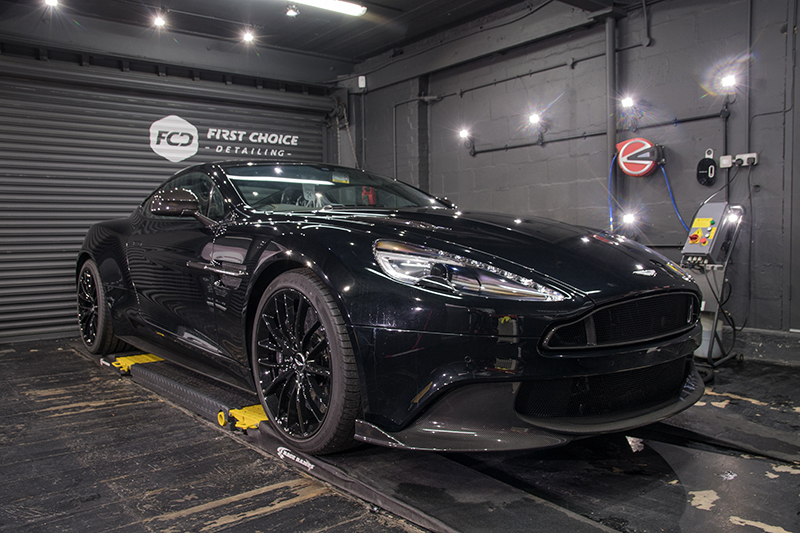 Aston Martin DB9 - black (1)