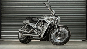 Harley Davidson 2003 V-rod 100th Anniversary - Metal Polish Detail