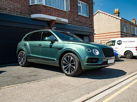 Bentley Bentayga Green (1).jpg