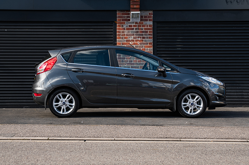 Ford Fiesta Black (2)