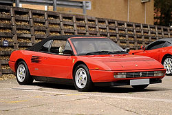 Ferrari_mondial_servicing.jpg