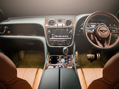 Bentley Bentayga Green (5).jpg