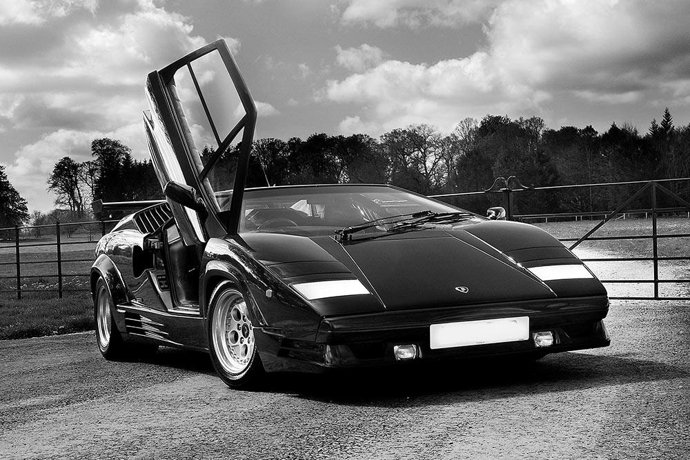 Lamborghini_Countach_servicing