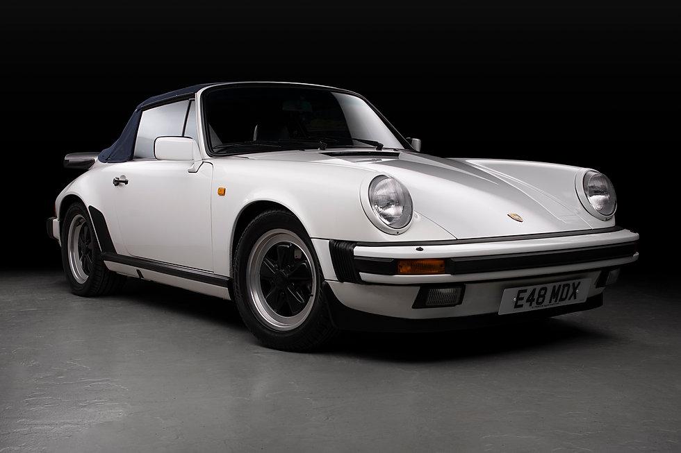 Porsche 911 White Front 34.jpg