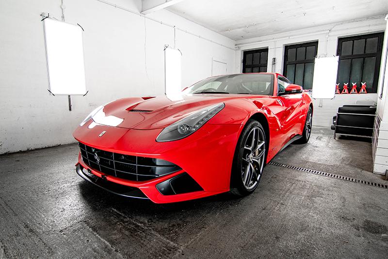 Ferrari F12 - Red