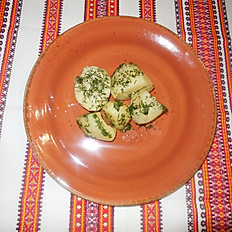 Картофель отварной с зеленью и маслом
