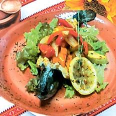 Форель жареная с овощами