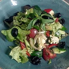 Салат из овощей с сыром