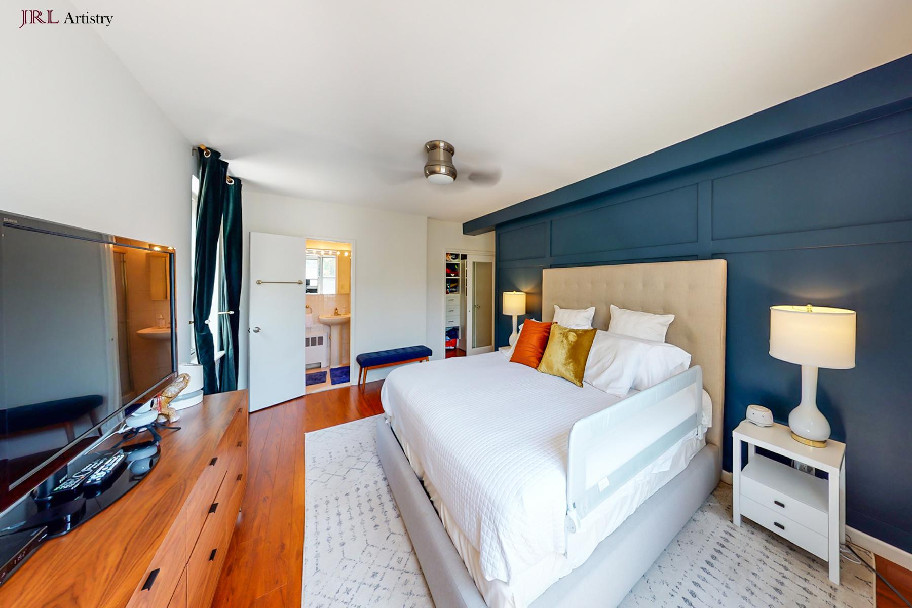 Real Estate Photos | Queens, NYaster Bathroom 2