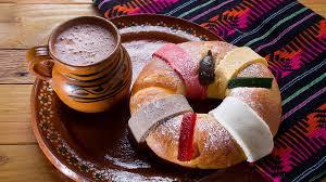Rosca de Reyes con un delicioso choclate caliente