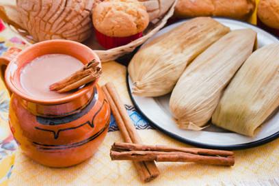 Tamales y Atole en dia de La Candelaria
