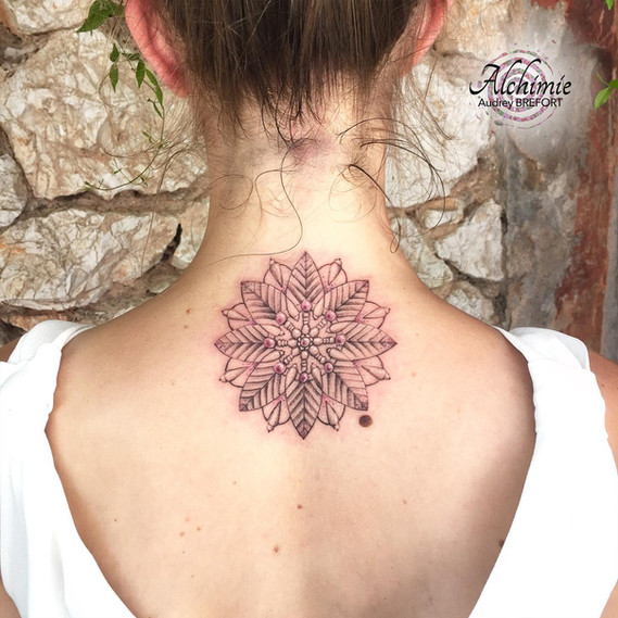 Dos Mandala Alchimie Tattoo