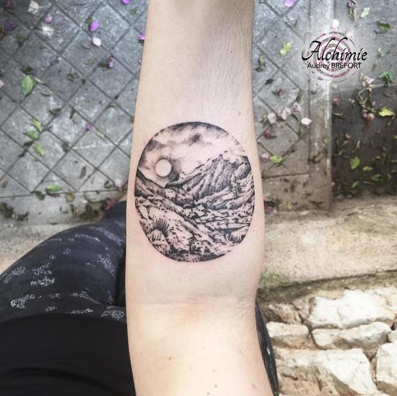 Montagne Cercle Alchimie Tattoo.jpg