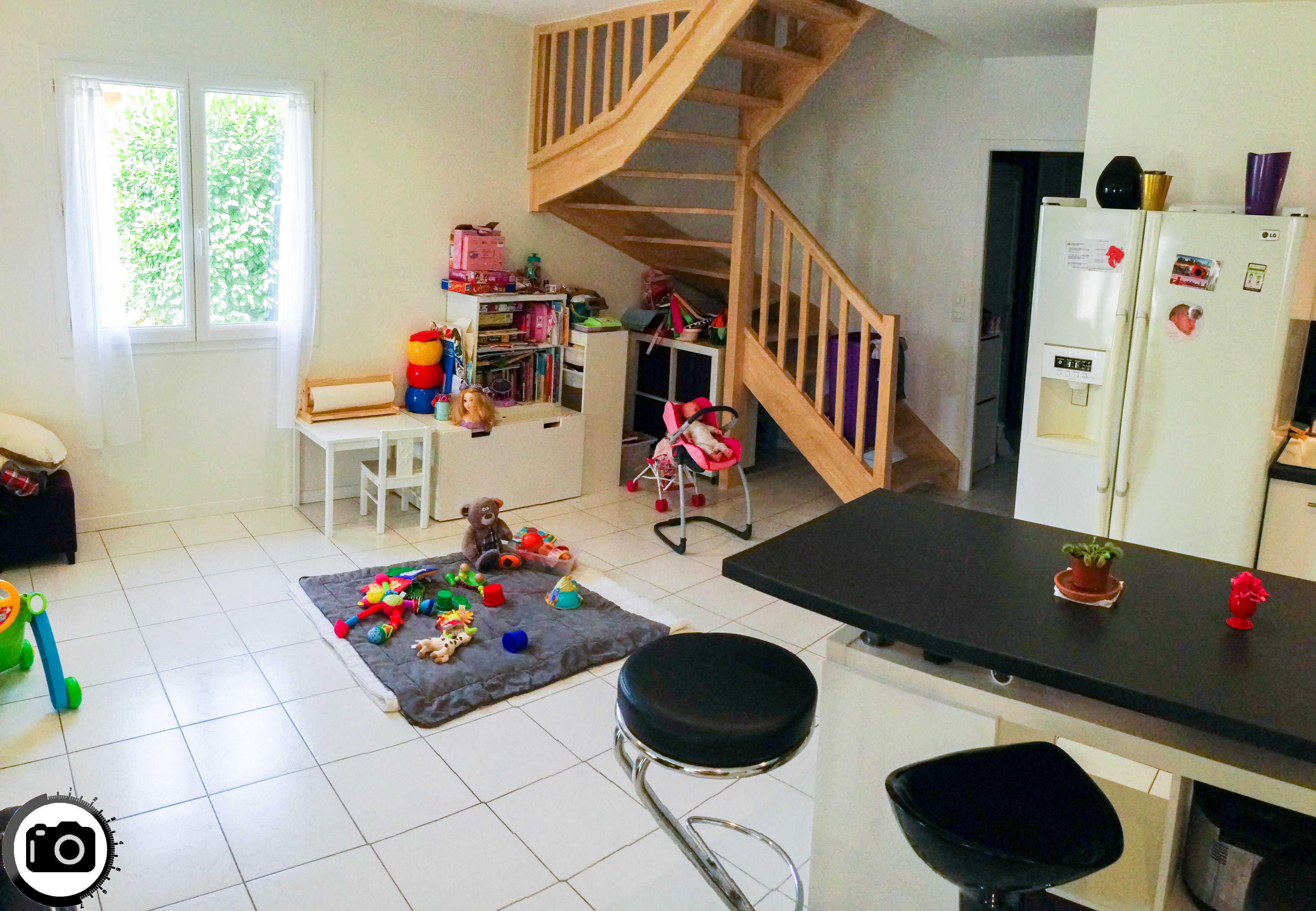 Salon escalier bois Quincieux