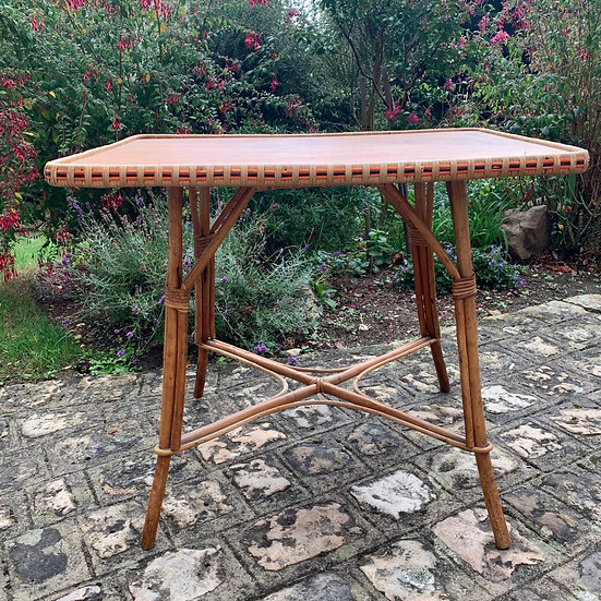 Table rectangulaire en rotin et osier