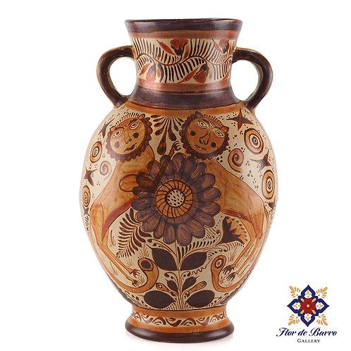 J. Pajarito: Barro Canelo Vase with Nahuales