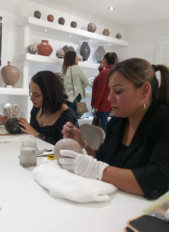 Mata Ortiz Potter Laura Bugarini working on a piece at Flor de Barro Gallery