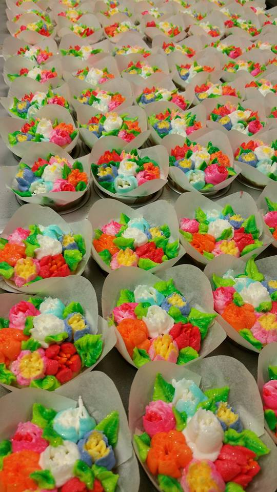 Russian Tip flowers cupcakes