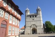 Stiftskirche+ Besucher.JPG