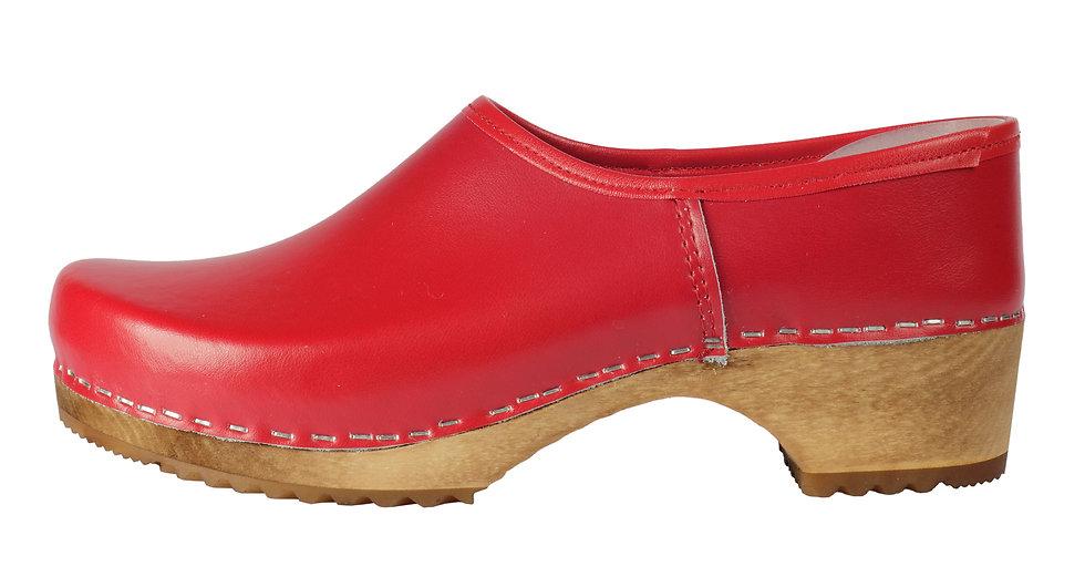 Kinderholzschuhe in Rot mit geschlossener Ferse