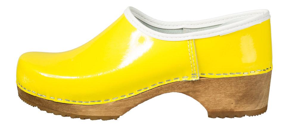 Holzschuhe in Gelb und geschlossener Ferse