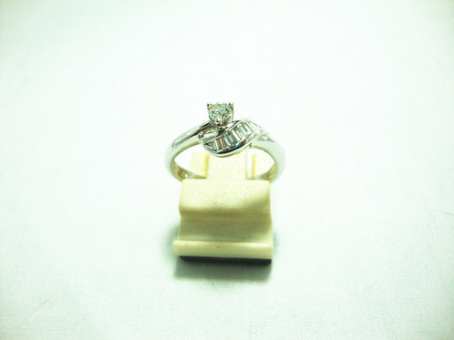 18K WHITE GOLD DIA RING T10/10P 1/12P