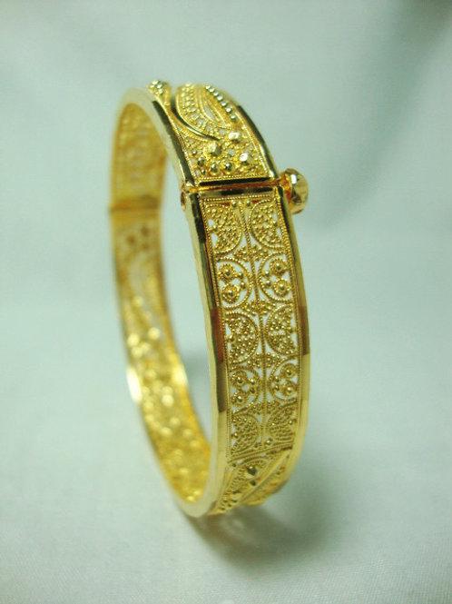 916 GOLD BANGLE