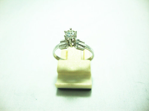 9K WHITE GOLD DIA RING 1/18P