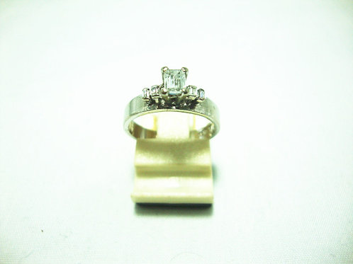 18K WHITE GOLD DIA RING 25P