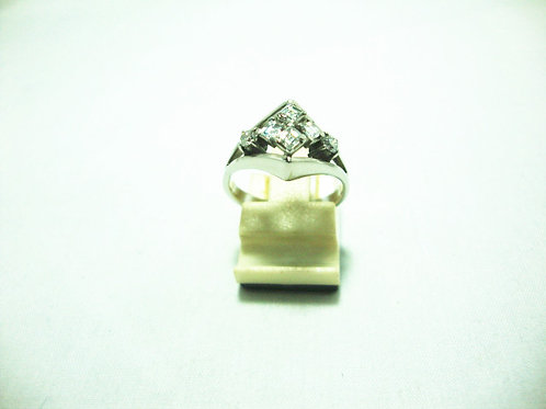 9K WHITE GOLD DIA RING 40P