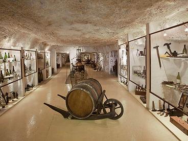 Caves chateau montcontour.jpg