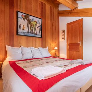 Chambre 1  avec son lit double 180 x 200
