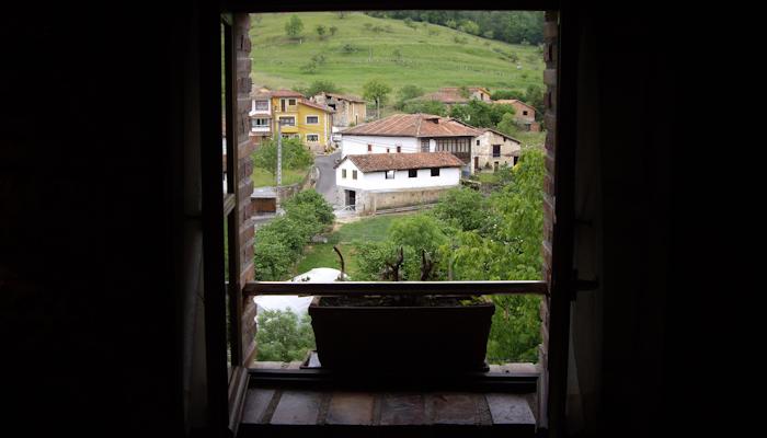 hoteles con encanto en Asturias | Cangas de Onis ciudad. Puente Romano . Rio Sella