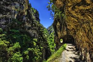 Túneles-de-la-ruta-del-Cares.jpg