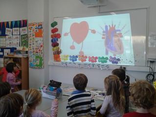Damhsa agus spraoi in Junior Infants