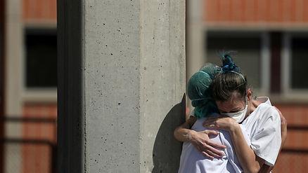 2020-3-31-nurses-hug-spain.jpg