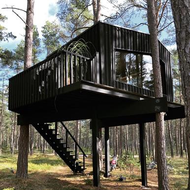 Treetop OÜ Treehouse. Eritellimusena projekteeritud väikemaja.