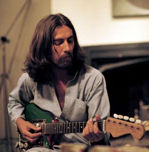 George Harrison se luce en esta composición y hay un video para apreciarlo