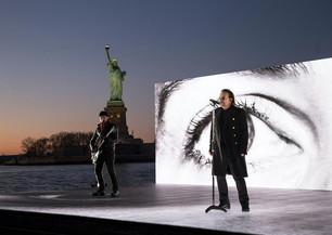 Mirá a U2 en vivo en los Grammy