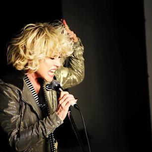 "Blondie estrenó ""Fragments"""