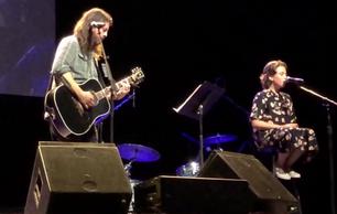 Dave Ghrol tocó junto a su hija una canción de Adele