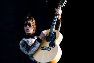 "Richard Ashcroft estrenó su versión de la canción de John Lennon ""Bring On The Lucie"