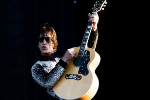 "Richard Ashcroft estrenó su versión de la canción de John Lennon ""Bring On The Lucie"
