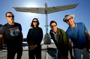 Weezer anuncia lanzamiento de disco nuevo