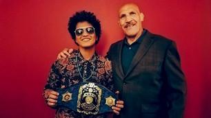 Bruno Mars conoció al hombre que inspiró su nombre artístico