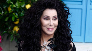 Escuchá el primer single de Cher reversionando a ABBA